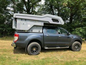 Pickup mit Wohnkabine von DUX CAMPER